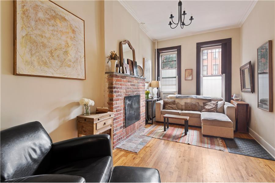 454 11th Street, Apartment 1R and 2R in Park Slope, exclusively offered by Mont Sky NYC.